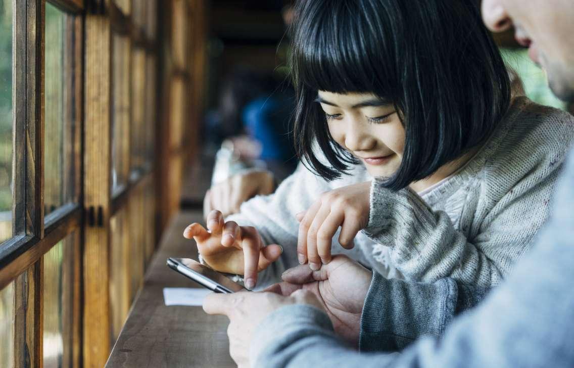 児童の成長をサポートするスタッフ